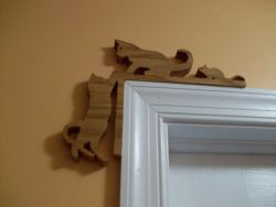 Fine Crafts - Wooden Two Cat One Mouse Door Topper